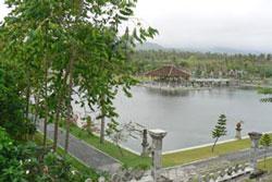 タマンウジュン