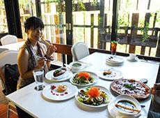 雰囲気の良いレストランでお食事