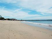 昼間のビーチ
