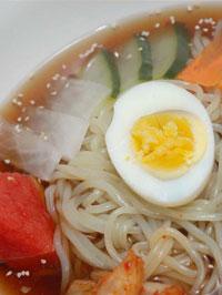 韓国風の冷麺