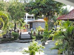 プラザバリ 中庭