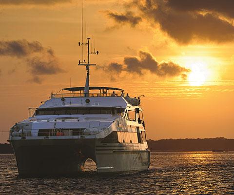 大型船バリハイⅡ号でバリ島周辺の海をクルージング