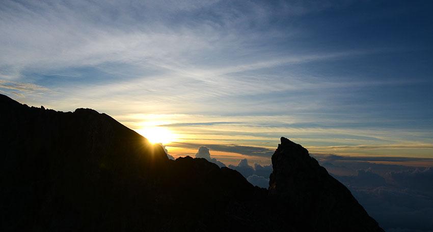 バリ島で一番高い山に登り日の出を観賞
