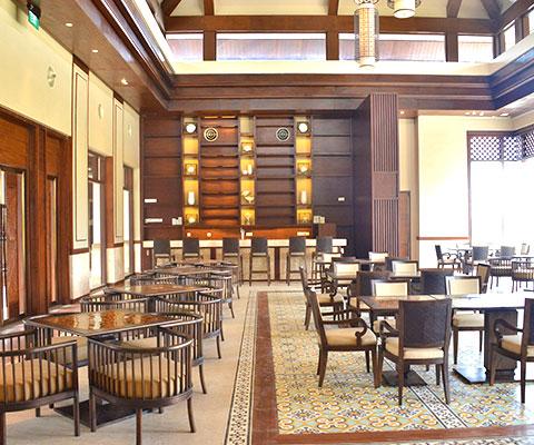 豪華な造りのレストラン