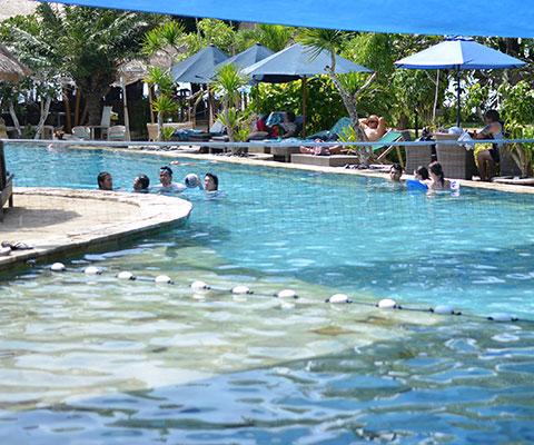 レンボンガン島のビーチクラブの利用も可能です