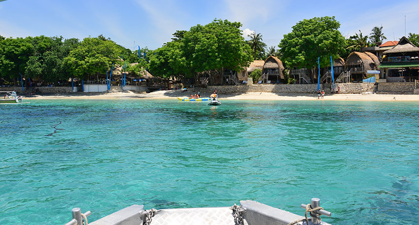 美しい海と白い砂浜が特徴的なビーチリゾート