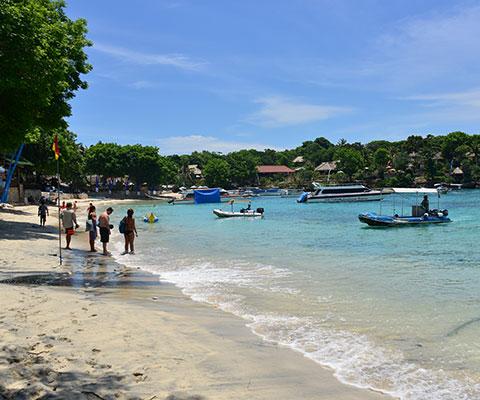キレイな海の景色と素朴な村が美しい島
