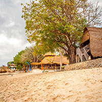 バリ島 ビーチで綱引き