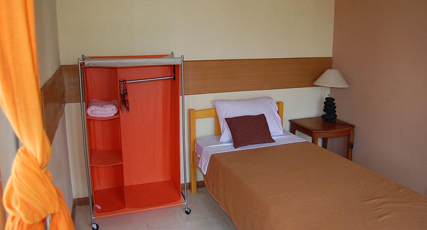 宿泊施設もあるので長期コースの方も便利です