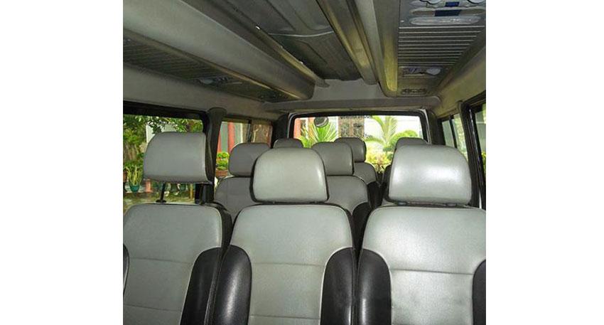 最大11名様まで乗車可能の小型バス