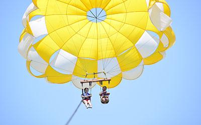 至福のバリ島観光 厳選マリンスポーツ アドベンチャーパラセーリング 画像