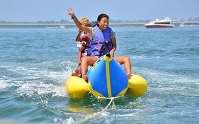 至福のバリ島観光 厳選マリンスポーツ バナナボート 画像