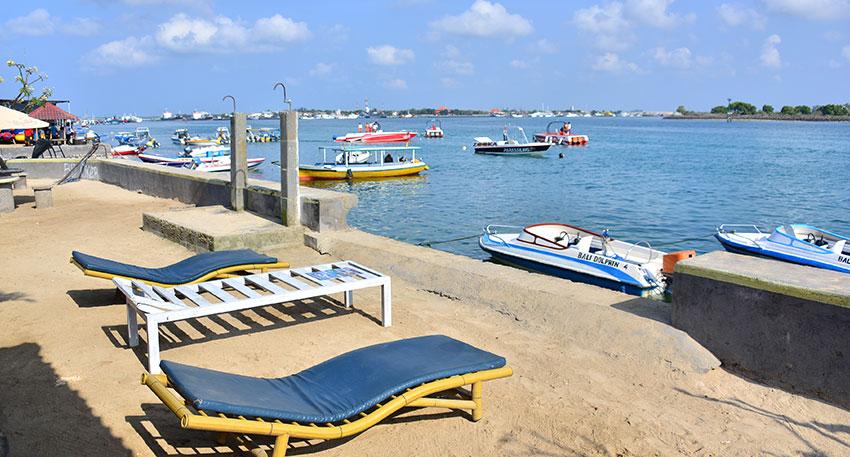 ヌサドゥアの海でマリンスポーツ