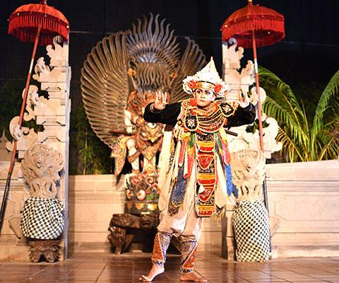 伝統舞踊の代名詞とも言えるレゴンダンス
