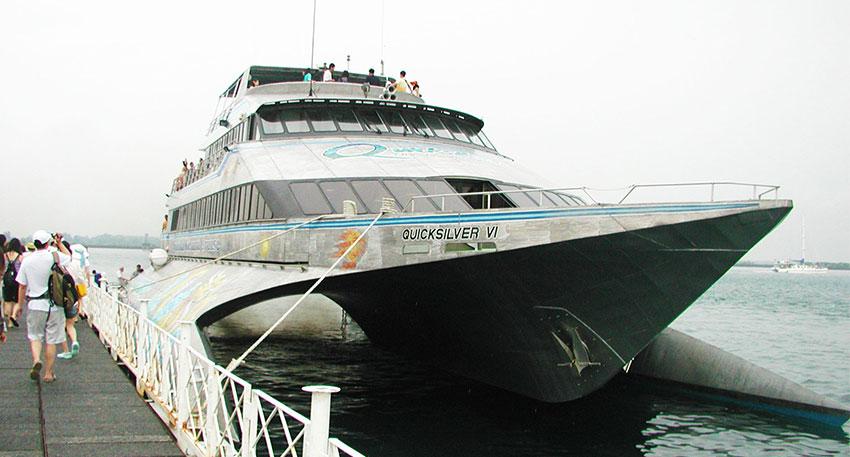 マリンアクティビティをバリ島からも近いペニダ島沖の浮島(ポントゥーン)で満喫