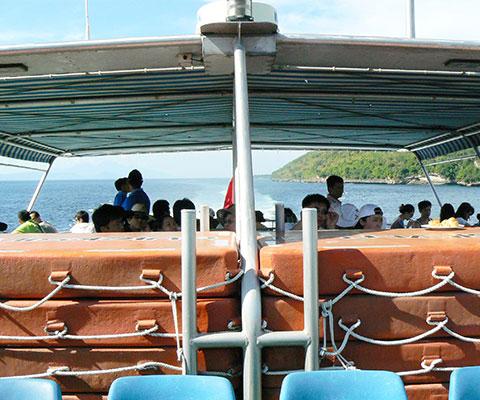 美しい海の景色を浮島(ポントゥーン)まで楽しめます