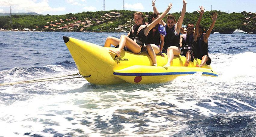 バナナボートはスリル満点
