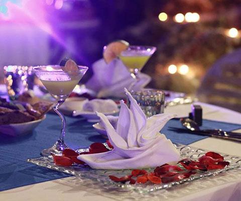 最高級リゾートでロマンチックなディナー