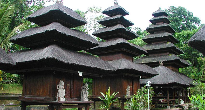 バトゥカル寺院は6つのメルが特徴的です