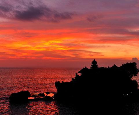 美しい夕日の景色も眺めることが出来る寺院です