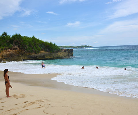 美しい海が特徴のレンボンガン島