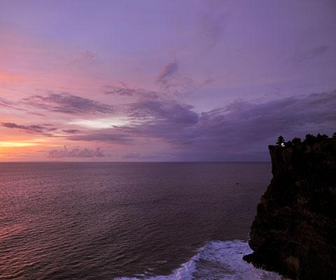 断崖絶壁に建つ絶景の寺院です