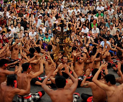 独特の雰囲気のある伝統舞踊