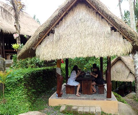 バリ島のらしい雰囲気のコーヒーショップ
