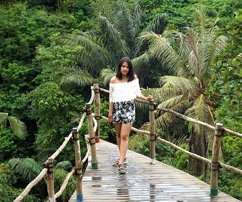自然の景色を背景に写真撮影